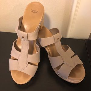 UGG clog sandals in tan size 10